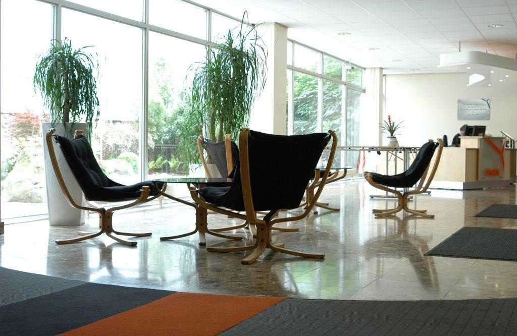 Mazak, waiting room